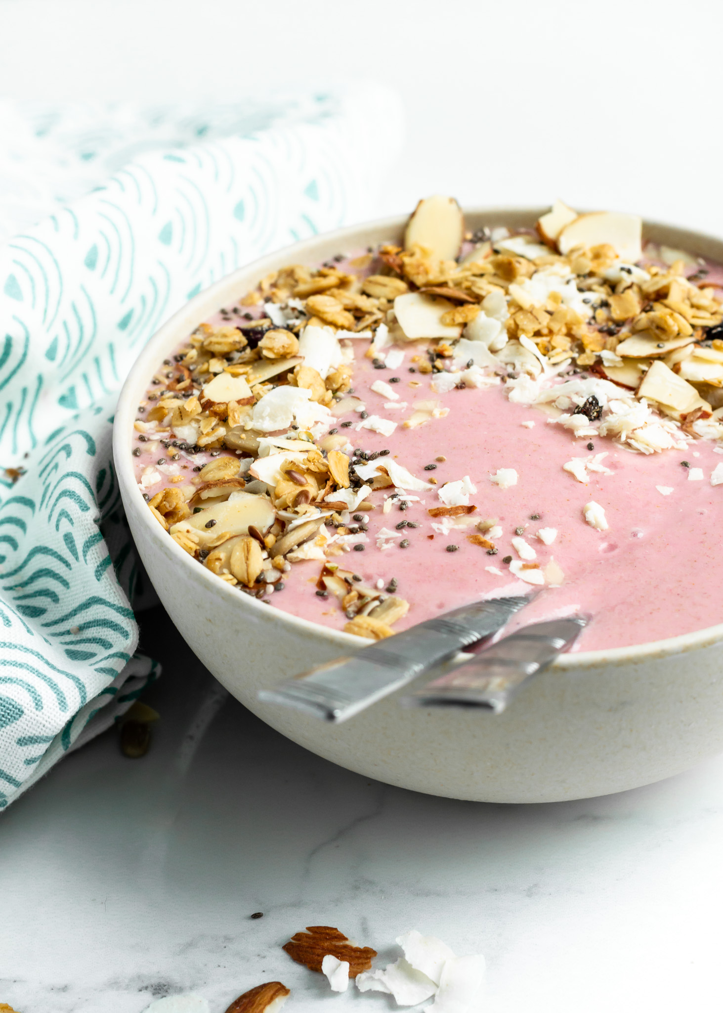 A healthy Strawberry Banana Smoothie Bowl recipe made with coconut milk, oats, honey and a secret ingredient - cauliflower! This easy to make smoothie blends up in minutes making it the perfect breakfast choice for any morning. The best part? It's made with simple clean eating ingredients and is gluten free, dairy free and vegan possible too!