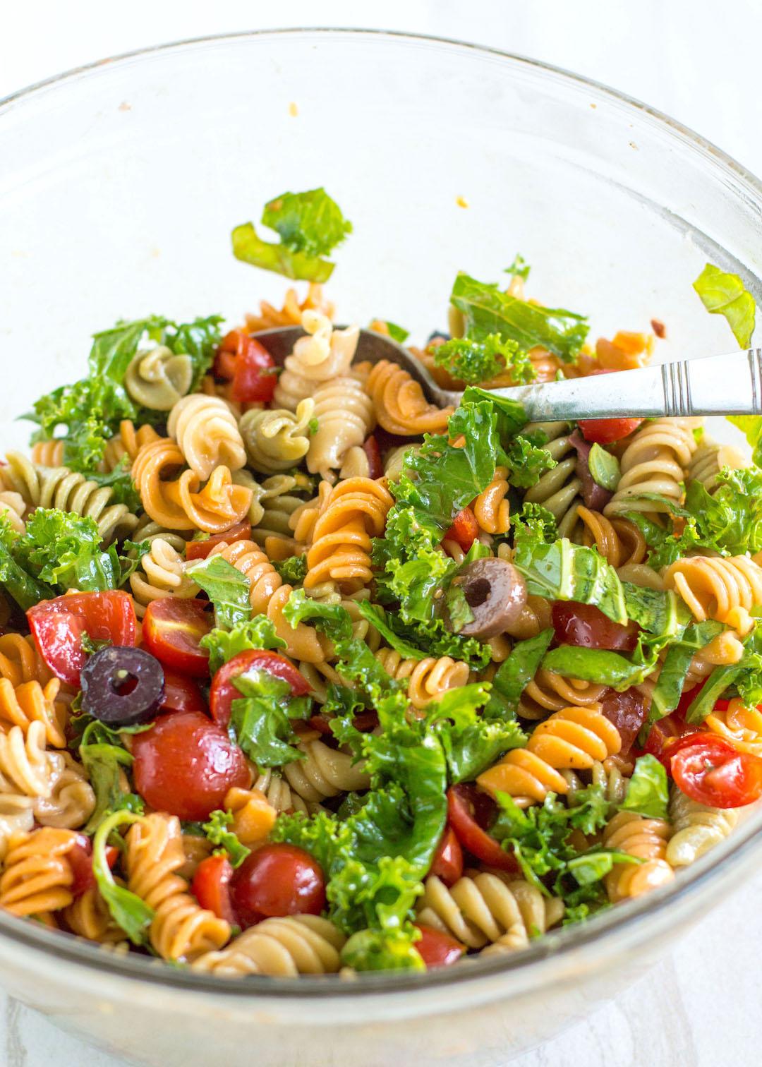 GF Bruschetta Pasta Salad | EASY to make make-ahead lunch | crowd-pleasing dish | gluten free | vegetarian | healthy pasta salad