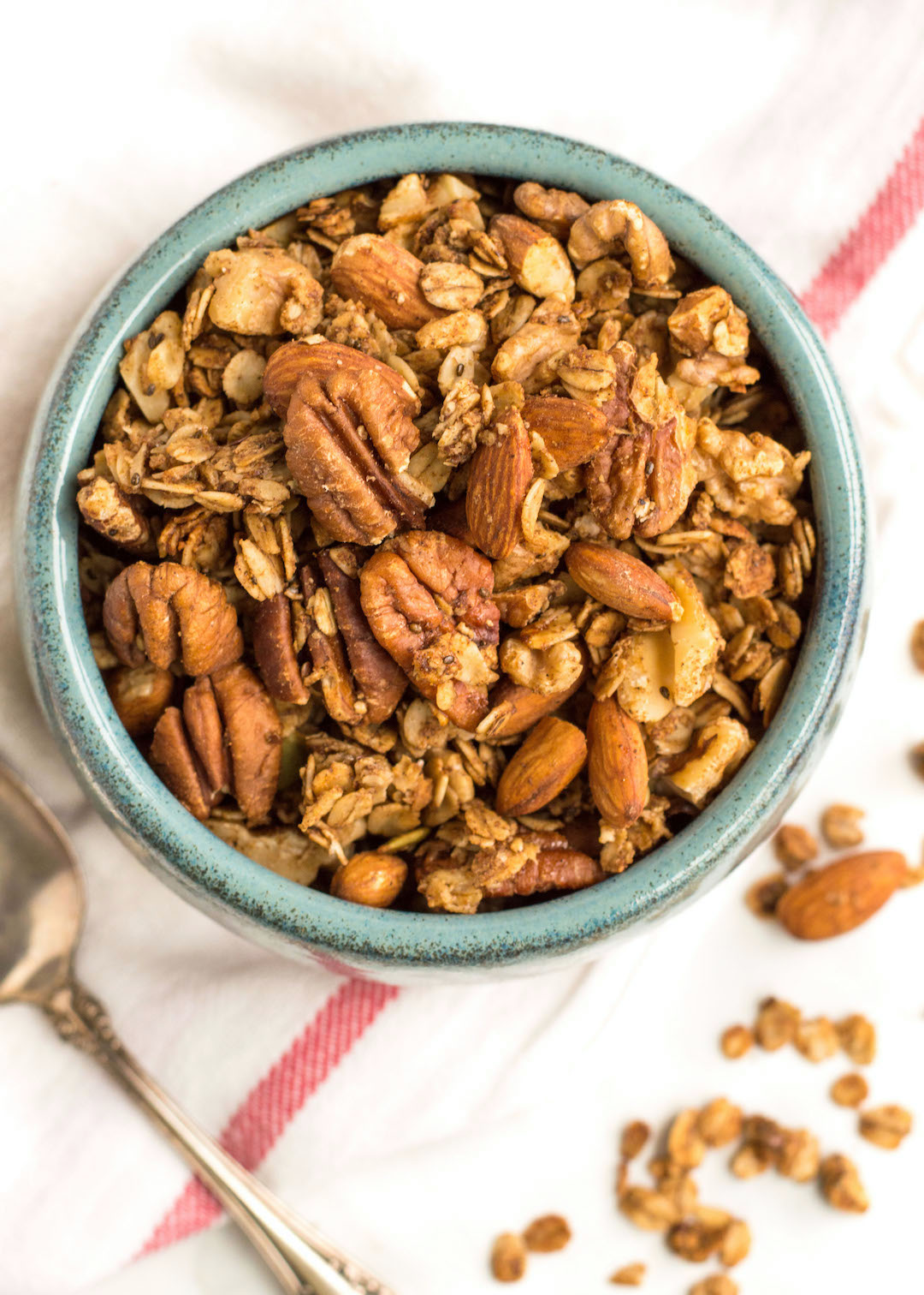 Superfood Gingerbread Granola | breakfast | granola | recipe | superfood, super seeds, nuts and seeds | gluten free, dairy free, vegan possible | gingerbread recipe | festive breakfast