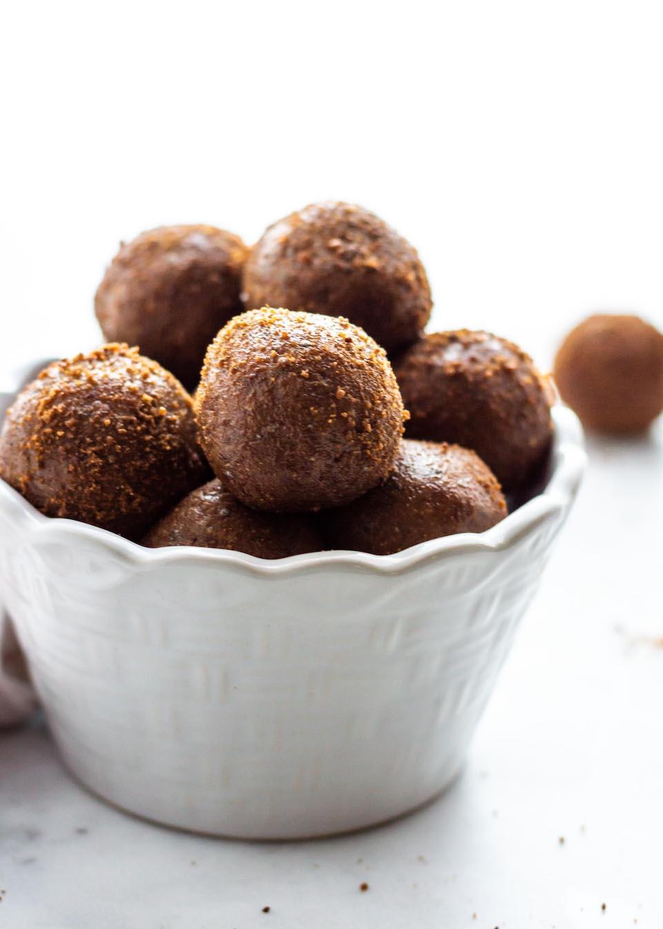 Cinnamon Almond Energy Bites